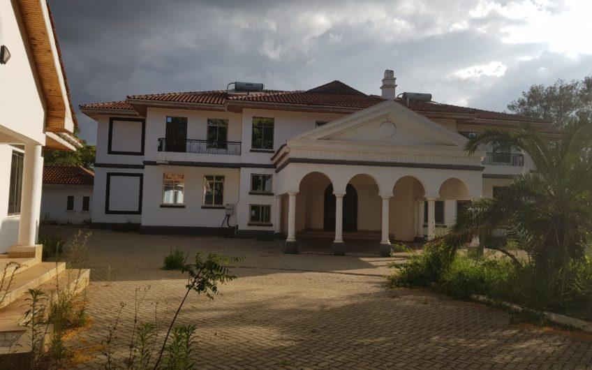 8 Bedroom house on Sale