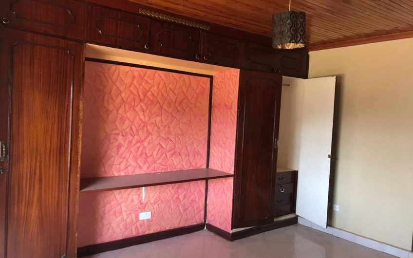 FIVE BEDROOM BUNGALOW FOR SALE IN KAHAWA SUKARI.